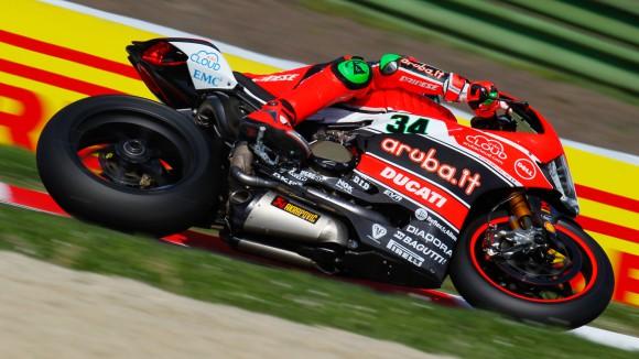SBK, Imola: dopo le FP3, Giugliano comanda anche nelle FP4. Seguono le Kawasaki