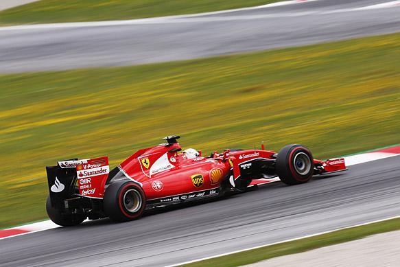 F1, Spielberg: Vettel è il più veloce, disastro Red Bull
