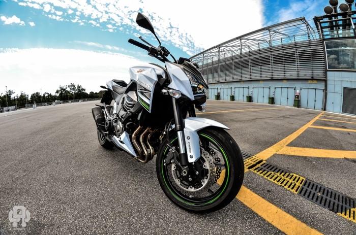 Kawasaki Z800 2015 bianca