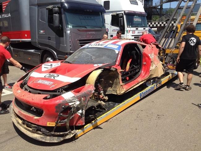 GT Italia: Lucchini contro le barriere a 200Km/h, sta bene. La Ferrari no