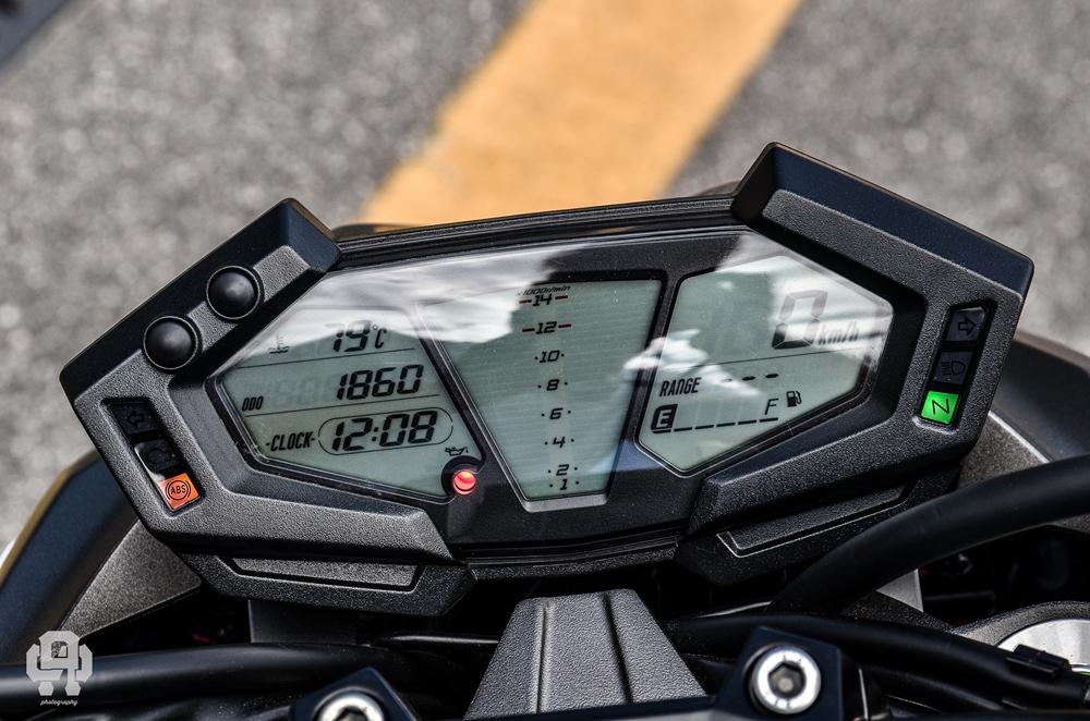 Kawasaki Z800 cruscotto