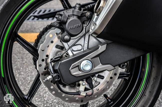 dettagli Kawasaki Z800 freno Nissin posteriore