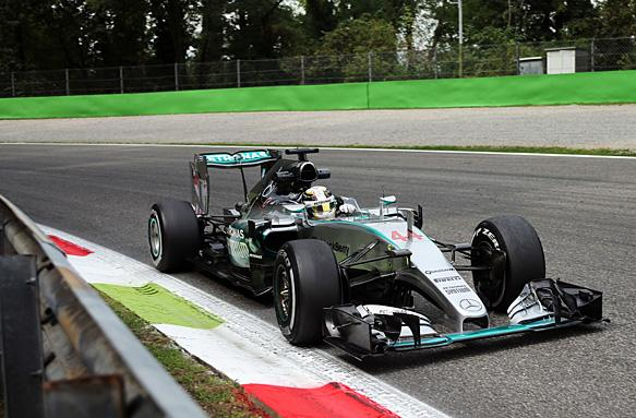 Lewis Hamilton Mercedes Monza 2015 curva parabolica