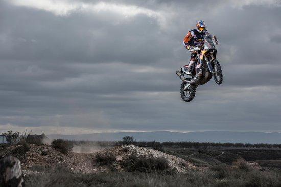 Dakar, 5° tappa: Peugeot continua a dominare, Toby Price vince nelle moto
