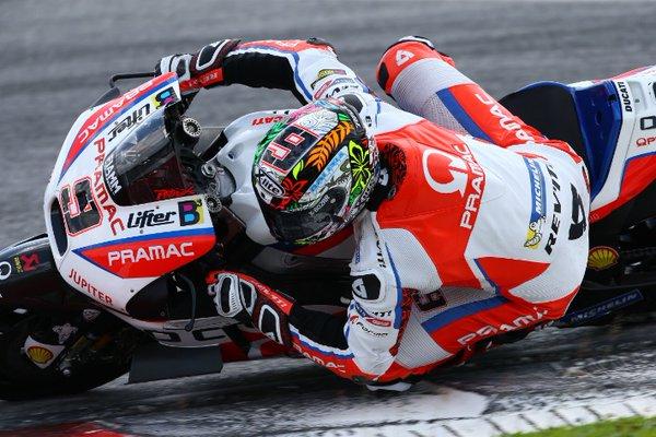 MotoGP, Petrucci svetta in una giornata di pioggia. Avvistato Stoner nel Paddock...