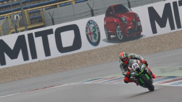 SBK: sotto la pioggia di Assen, Sykes fa il vuoto in FP1!