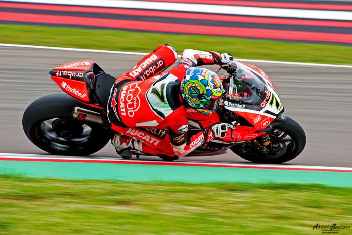 Il Tricolore sventola su Imola: vincono Davies e la Ducati davanti alle due Kawasaki