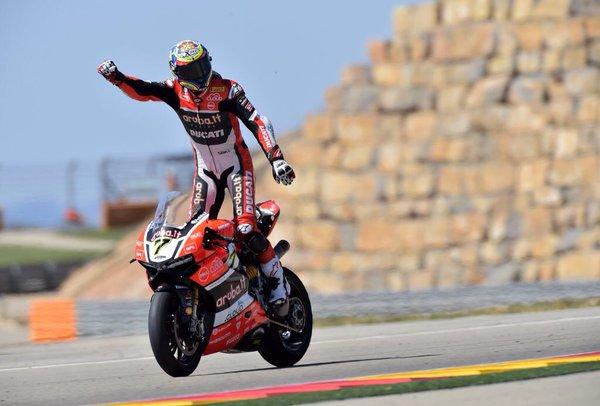Chaz Davies è il matador di Aragon: straordinaria doppietta davanti alle Kawasaki