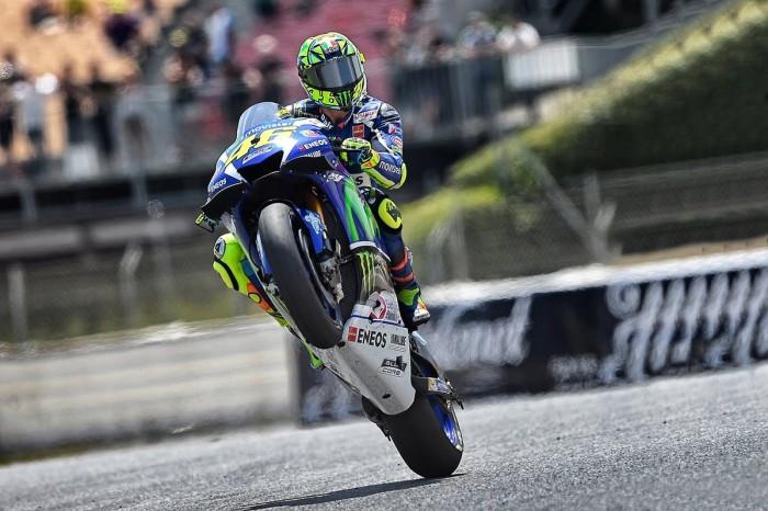 """Spettacolo Rossi, vince a Barcellona duellando con Marquez. Iannone """"esce"""" Lorenzo"""