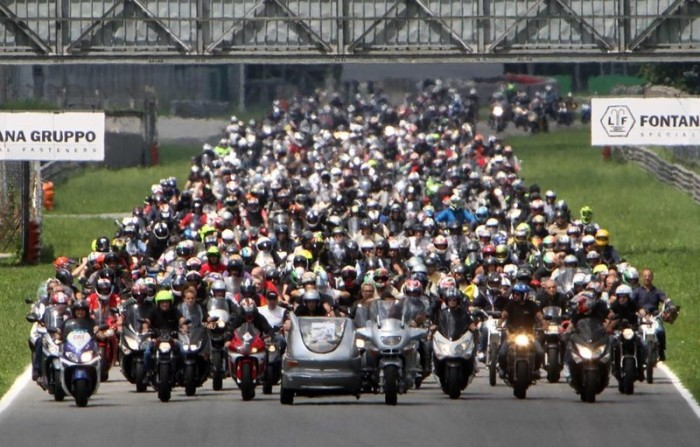 Oltre 1000 moto per l'ultimo giro di pista di Pirovano. Guarda il VIDEO