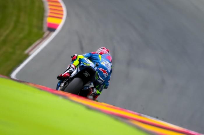 Vinales vola nelle FP2 del Sachsenring. Disastro Yamaha: Rossi 14° e Lorenzo 16°