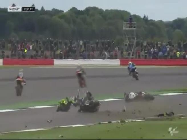 Che spavento a Silverstone, ma Espargarò e Baz ne sono usciti illesi!