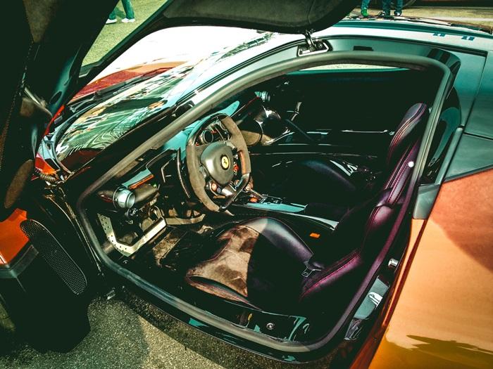Sedersi all'interno di una Ferrari LaFerrari: vi racconto cosa si prova