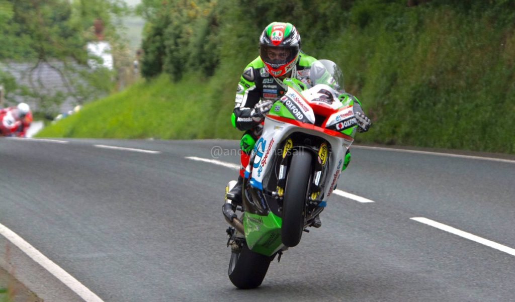 Che Salvataggio per James Hillier al Tourist Trophy! INCREDIBILE