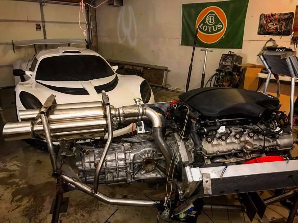 Questa Lotus Elise monta il V10 della BMW M5!